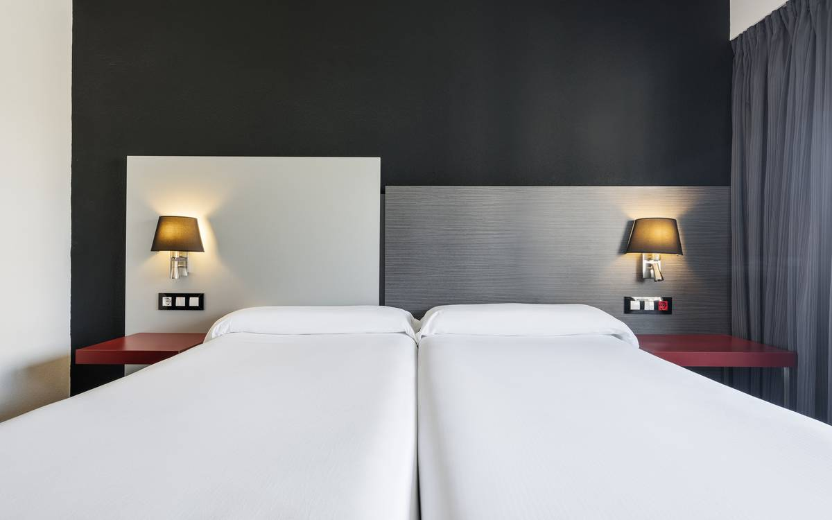 Family rooms hotel ilunion romareda zaragoza