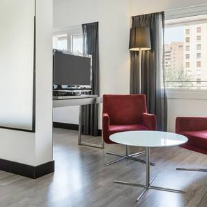 Quadruple Room Hotel ILUNION Romareda Zaragoza