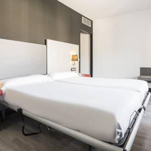 Accessible room Hotel Ilunion Romareda Zaragoza